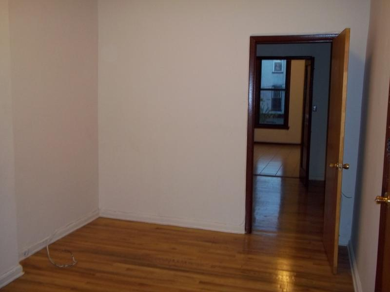 Apartment room for rent in South Boston in Turkish house, on red line Andrew sq.