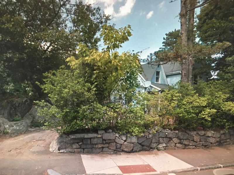 single family House in a large yard in Quincy, Mass for Sale 2 baths, 6 beds